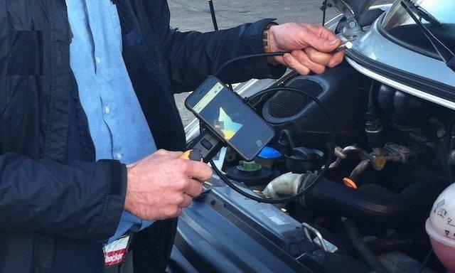 BusChecker prueft Motorkennbuchstaben per Schwanenhalskamera bei Verdacht auf Manipulation