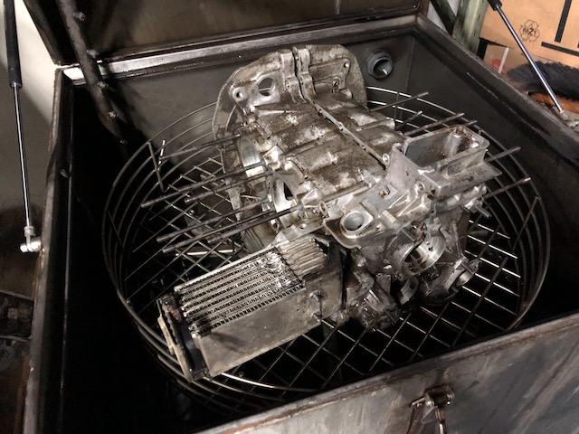 Motorwaesche beim Motoreninstandsetzer Waschmaschine fuer Automotoren