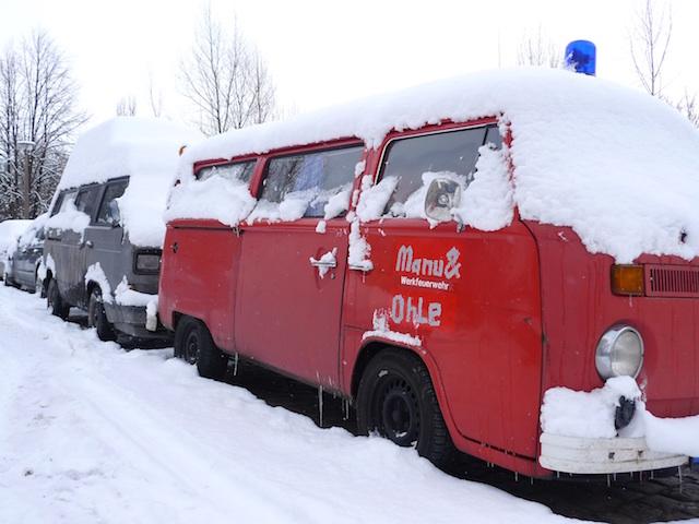 VW Bus T2 Feuerwehr im Alltag fahren