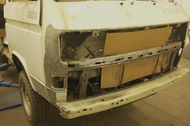 VW Bus T3 Syncro vorne rechts schlecht insatnd gesetzter Frontschaden