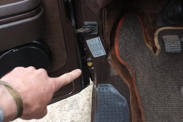 Schrauben für Aufnahme Tür VW Bus T3 nicht in Wagenfarbe