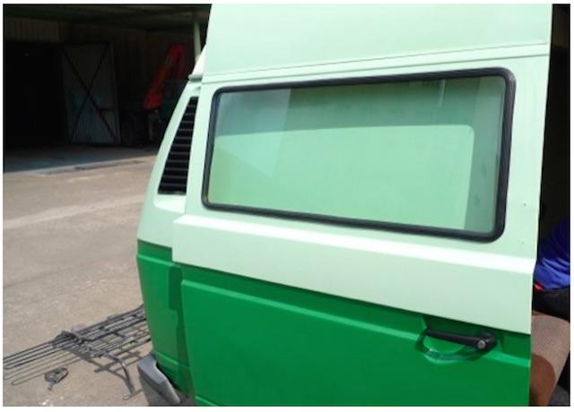 T3 Postbus Fenster in der Schiebetür aussen, ordentlich verarbeitet bei