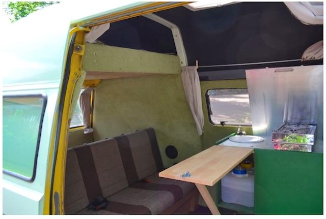 T3 Postbus Innenausbau Blick durch Schiebetüre nach hinten