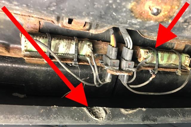 T4 Vorwiderstand Motorluefter per Kabelstraps versucht zu fixieren