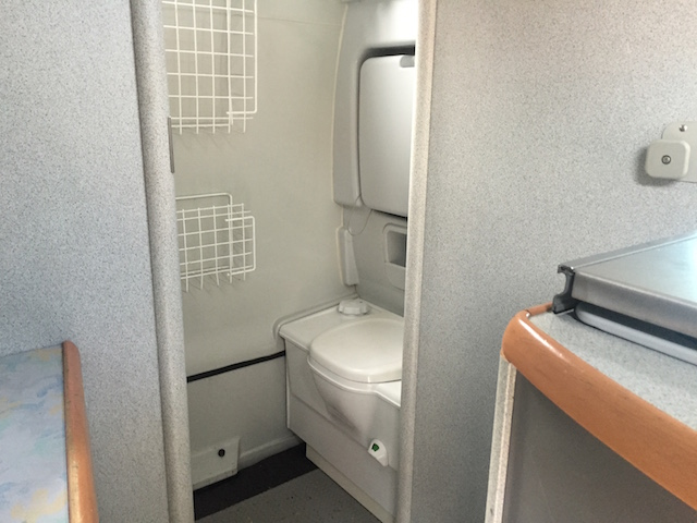 VW Bus California Exclusiv mit toilette innen