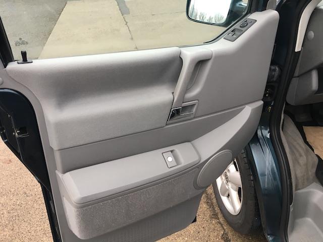 VW Bus Innenreinigung Tuer nachher