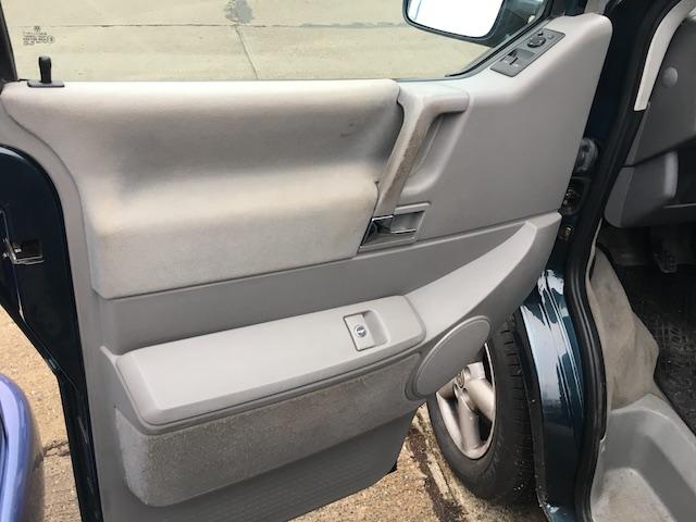 VW Bus Innenreinigung Tuer links vorher