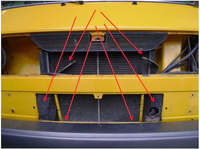 VW Bus T3 Diesel Luftleitpappen wenn vorhanden hängen in der Gegend herum