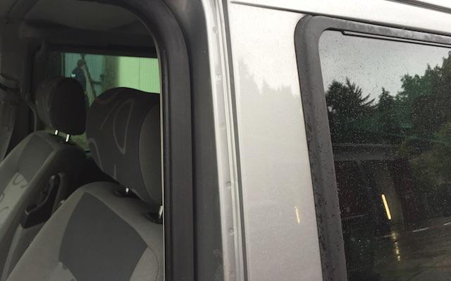 VW Bus T4 B Säule Fahrerseite oben Löcher im Lack ab Werk original
