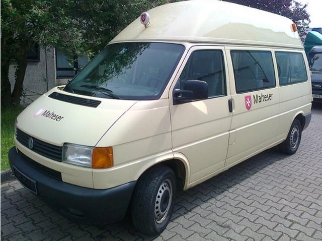 VW Bus T4 Malteser mit karger Aussttatung wird gestohlen