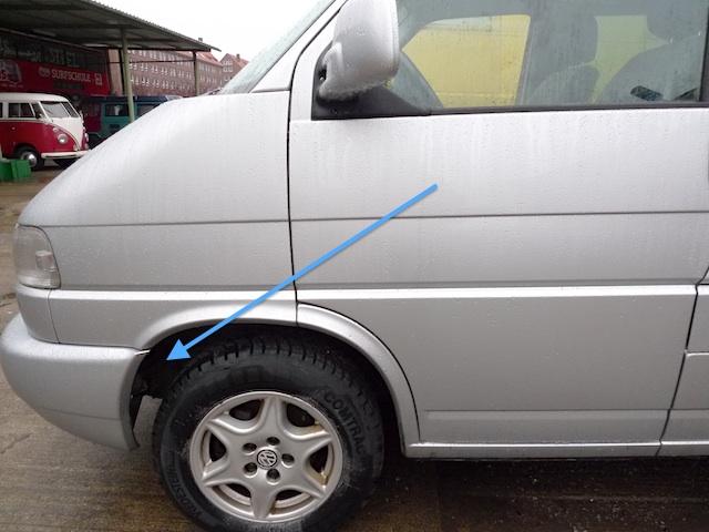 VW Bus T4 TDI mit Zuheitzer Abgasanlage des Zuheitzers im Radhaus links