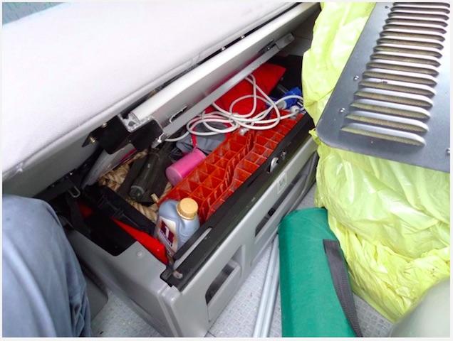 VW Bus T4 mit Schatzkiste unter der Rueckbank entdeckt Dank Deiner Hilfe mit dem VW BusChecker