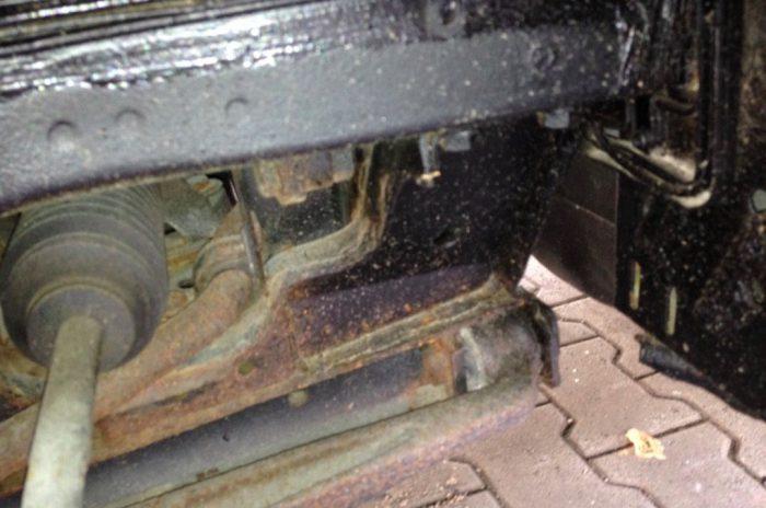 VW Bus Unterboden schwarz gemacht ACHRUNG VW BUS CHECKER