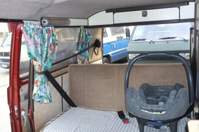Carthago T3 Camper hinten Dreipunktgurte mit Babyschale fertig nachgerüstet