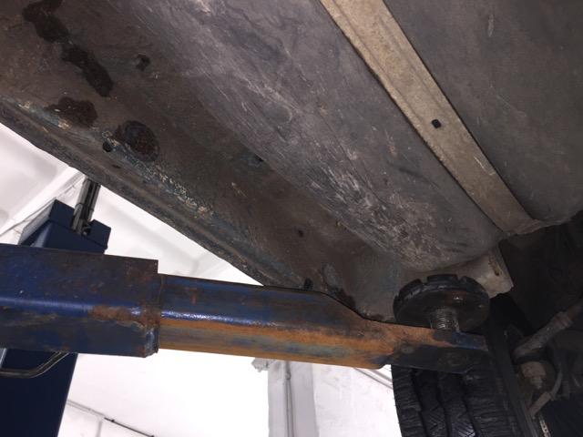 VW Bus T4 Unterboden Fahrerseite Wagenheberaufnahme vorne sehr gut erhalten