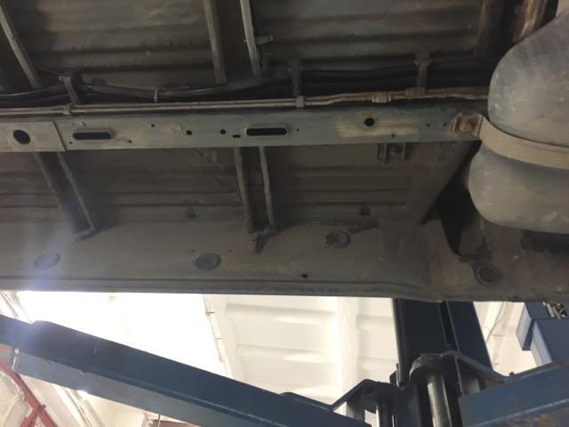 VW Bus T4 Unterboden Fahrerseite mitte sehr gut erhalten
