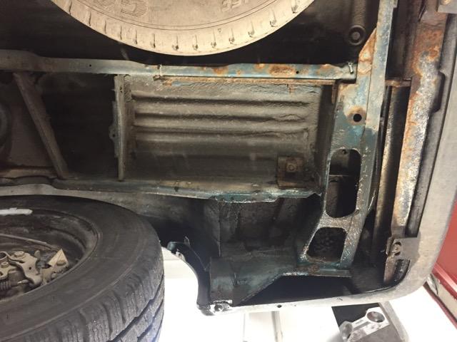 VW Bus T4 Unterboden gegenüber Bereich Endschalldämpfer rechte Seite Heck unterhalb sehr gut erhalten