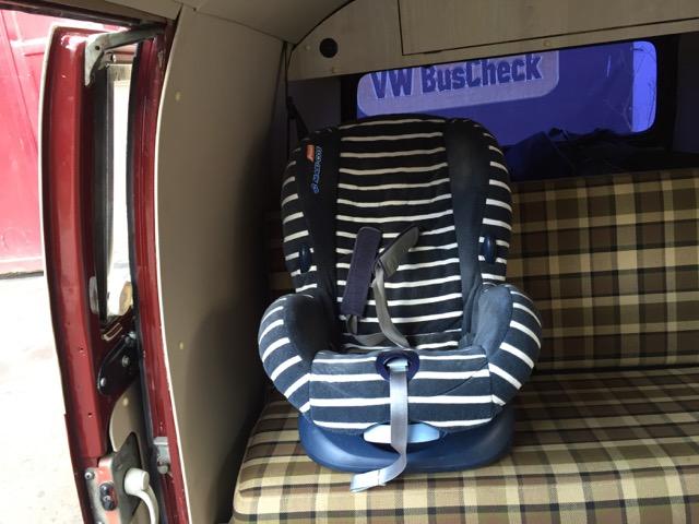 T2a LKW mit Dreipunktgurten hinten Kindersitz passt immer