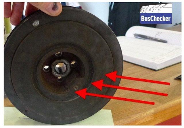 Schwingungsdaempfer VW Bus T4 TDI Kurbelwelle Defekt Tip BusChecker