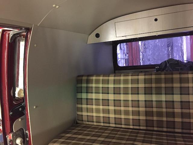 VW Bus T2a LKW zum Camper mit Dreipunktgurten hinten umgebaut