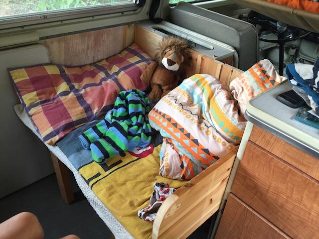 VW Bus T2a Zusatzbett im FlachDachCamper