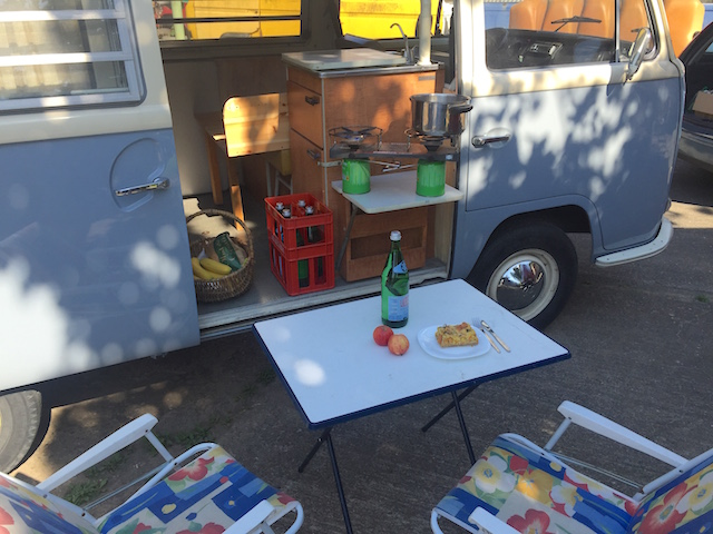 VW Bus T2a minimalistisches camping