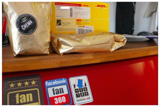 Überraschung von Max fair gehandelter Kaffe für den VW Bus FAN360