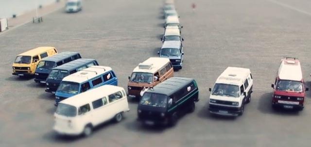 EASTCOASTRUN 2013 VW Busse fahren als Pfeilformation über die HEADGEHALBINSEL