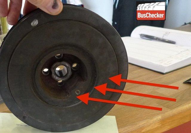 Schwingungsdaempfer T4 TDI Kurbelwelle verbraucht mit Rissen im Gummi
