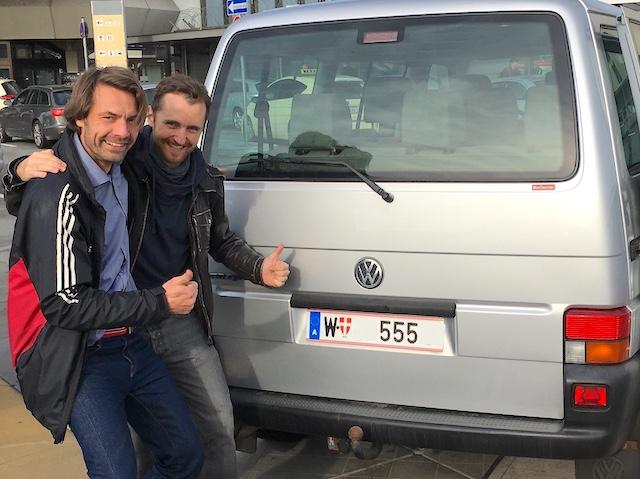 T4 Martin aus Wien Uebergabe flughafen Tegel 10 2017 Freitag der 13