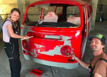 VW Bus Farbgebung per Rolle Sinn oder Unsinn workshop Pangea 2015