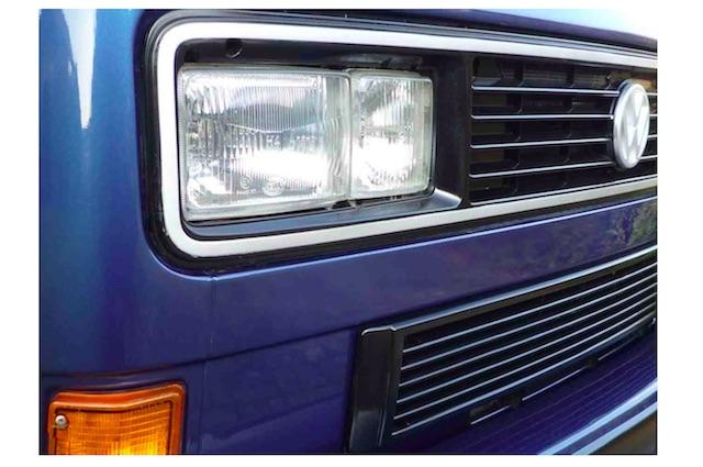 VW Bus T3 Last Limited Kaufberatung mit dem VW Bus FAN360 Anblick Grill vorne rechts aussen