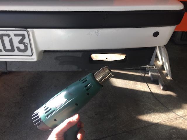 VW Bus T3 Spoiler mit Industrieheissluftfön auffrischen
