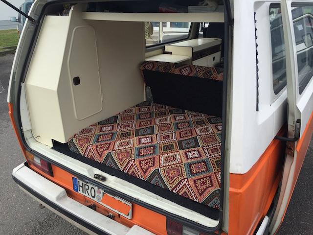 VW Bus T3 in Eigenregie polstern Einblick Heckklappe