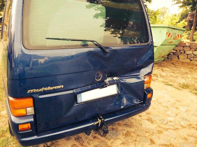 VW Bus T4 Heckschaden passiert ohne Einparkhilfe