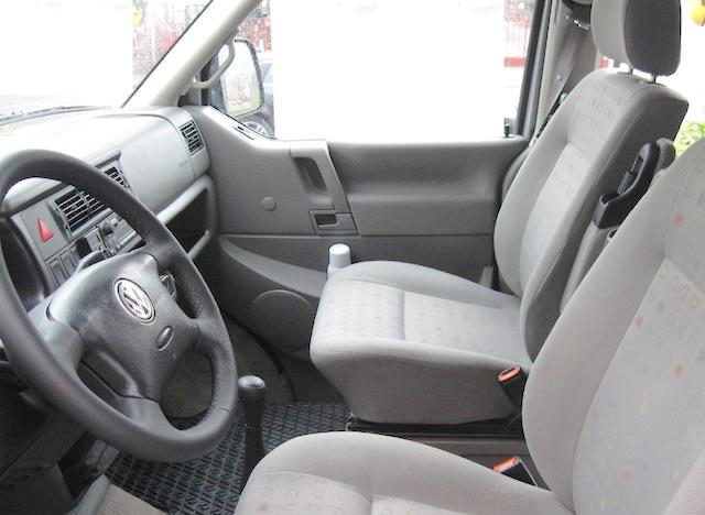 VW Bus T4 Multivan mit neuem Lenkrad und Schaltknauf