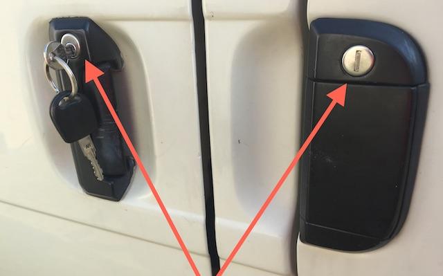 VW Bus T4 mit speziellen Schlössern bei Werttransportern