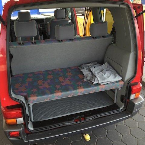 VW Bus verkaufen auf der Tankstelle