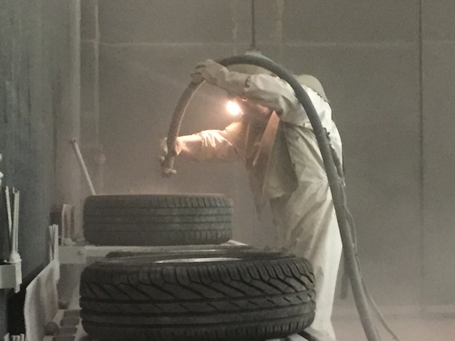 VW Bus Felgen strahlen mit Sand