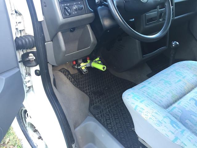 VW Bus Pedalsicherung im Test beim VW Bus Checker