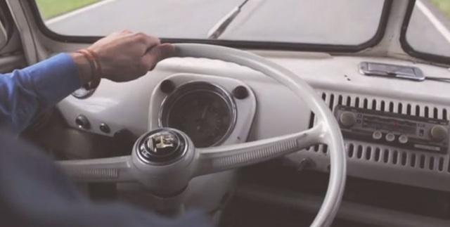 RFT Autoradio im VW Bus T1 Scheunenfund während der Überführung