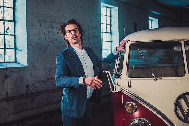 Vw Bus Gutachter Enrico Nagy macht es sich nicht einfach bei der Bewertung Ihres Lieblings