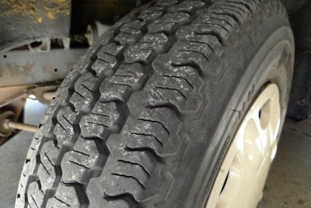 VW Bus Restauration und 10 Jahre alte Reifen