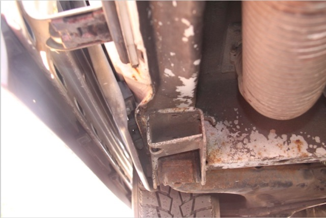VW Bus T3 Atlantik Wertanlage Unterboden Achsaufnahme hinten rechts unter Schiebetür