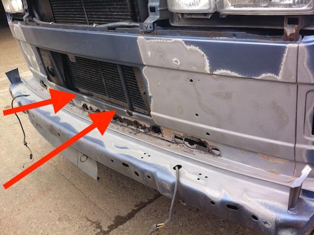 VW Bus T3 Frontmittelteil rostet von Innen nach aussen durch