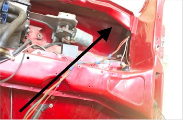 VW Bus T3 Scheibenrahmen von Innen auf Flickwerk oder Rost prüfen Beifahrerseite