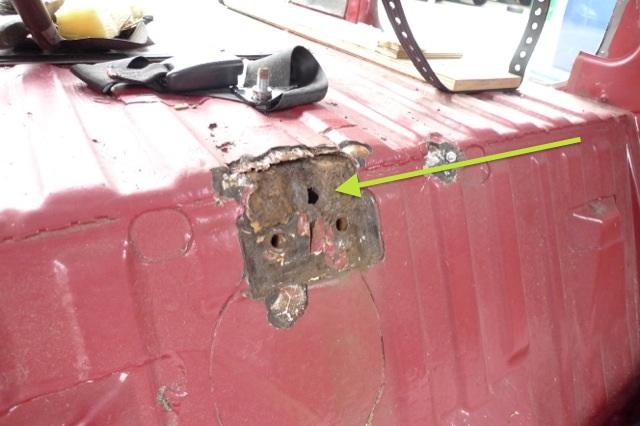VW Bus T3 beide Gurtaufnahmen hinten durchgerostet und nicht mehr sicher