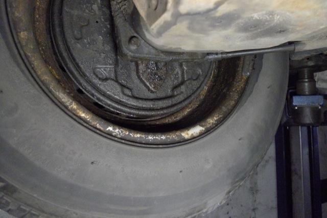 Wir restaurieren Ihren VW Bus zum Festpreis ACHTUNG FINGER WEG FAHRLÄSSIG undichte Bremse hinten links