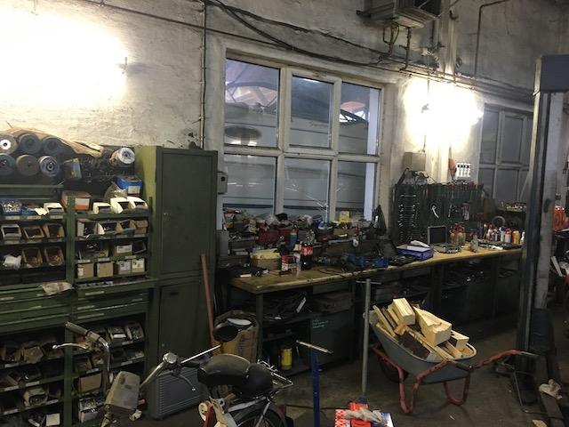 ordentliche Werkstatt laesst auf versierte Mechaniker schliessen
