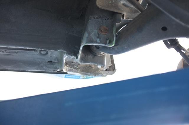 Aufnahme Querlenker hinten rechts diverse Anrostungen per Sandstrahl entfernt